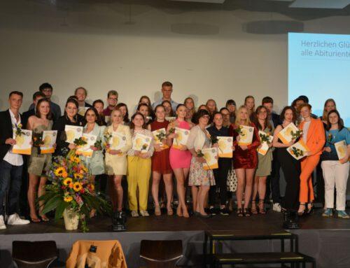 Hölty-Gymnasium verabschiedet 70 Abiturientinnen und Abiturienten