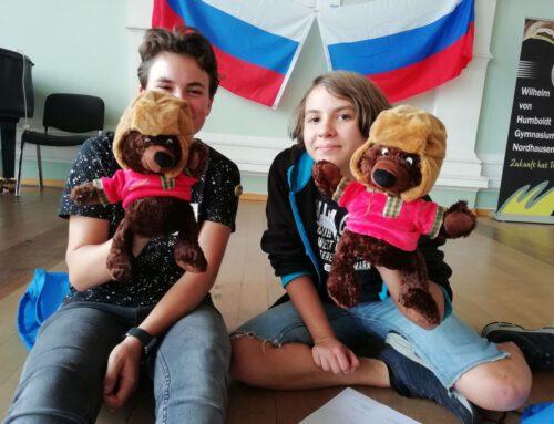 """""""Spielend Russisch lernen"""": Schülerteams aus vier Bundesländern würfeln um den Einzug ins Finale + Interview mit den Vertreterinnen des Höltys"""