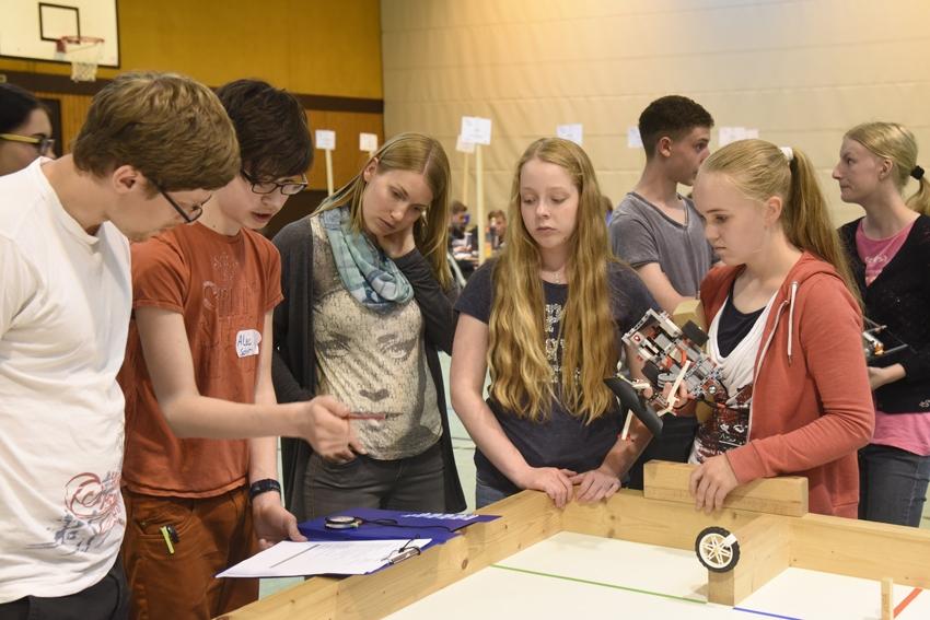 8. Celle Mindstorms Challenge im Hölty-Gymnasium (CelleHeute am 24.05.2016)