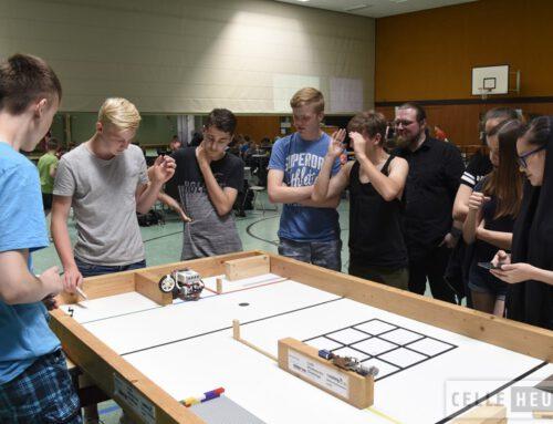 Schüler im Programmierwettbewerb bei der Celle Mindstorms Challenge (CelleHeute am 29.05.2018)