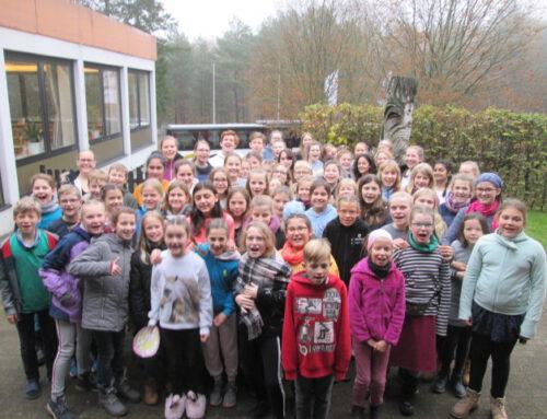 Young Voices und Vokalini auf Probentour an der Elbe