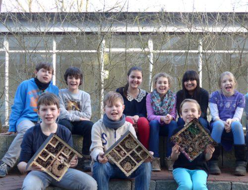 Naturgucker-AG baut Insektenhotels