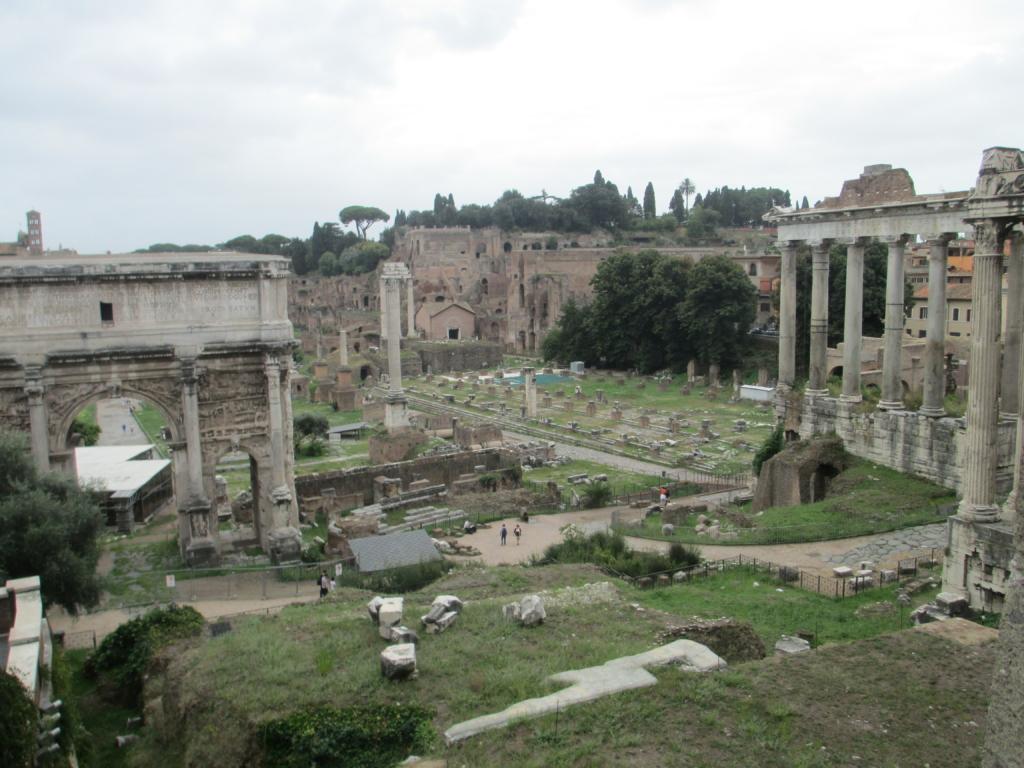 Forum Romanum: Der Severus-Bogen und die Säulen des Saturn-Tempels