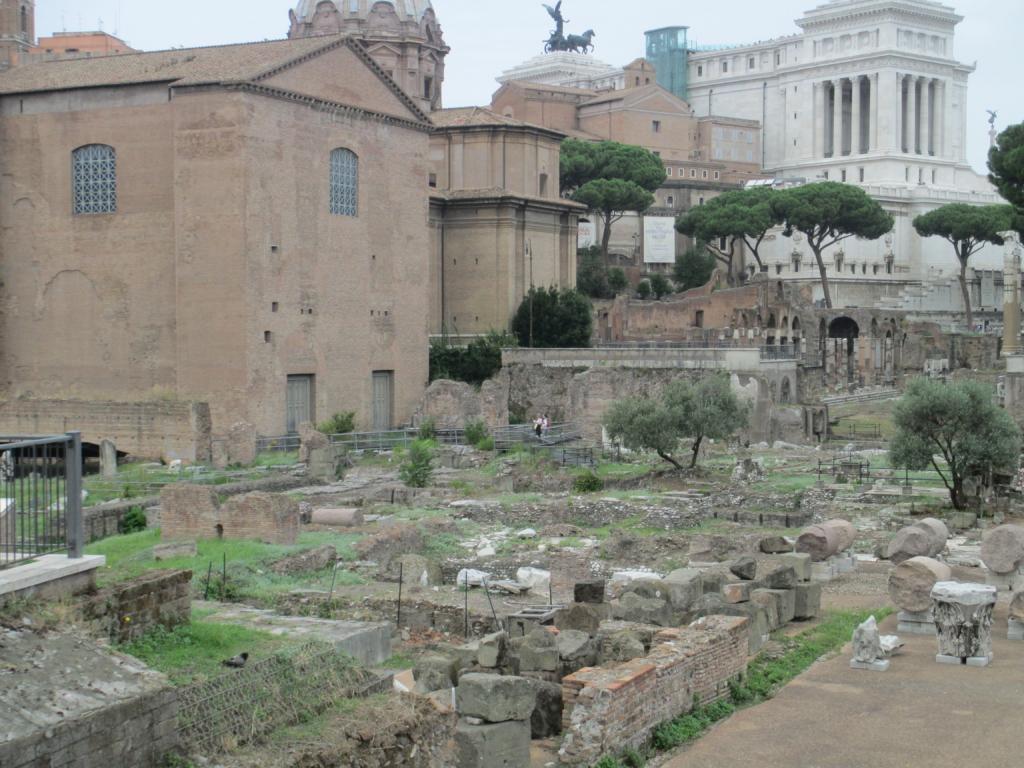 Forum Romanum: Die Kurie, im Hintergrund