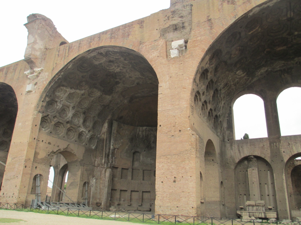 Forum Romanum: Die Maxentiusbasilika