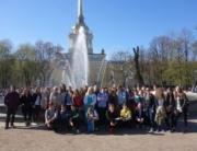 Die Austauschpartner vor der Admiralität in Sankt Petersburg