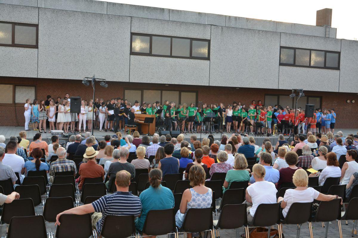 Open-Air-Flair beim Sommerkonzert des Hölty-Gymnasiums (mit Video)